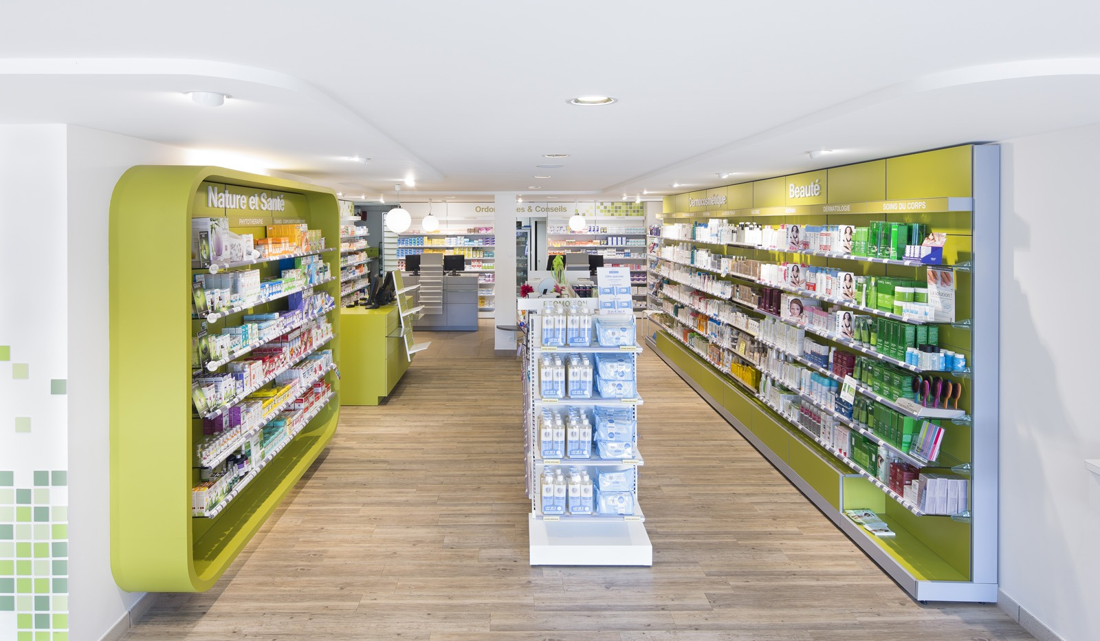 Pharmacie centrale chateaulin agence uh for Agencement interieur